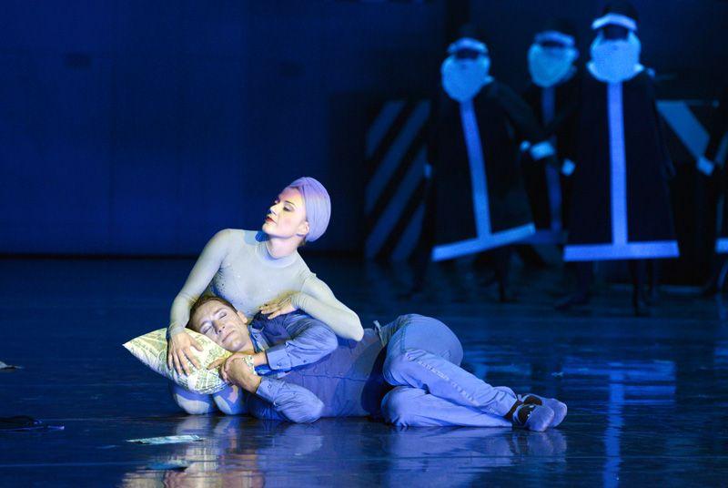 Eine Weihnachtsgeschichte - Ballett auf der Opernbühne.