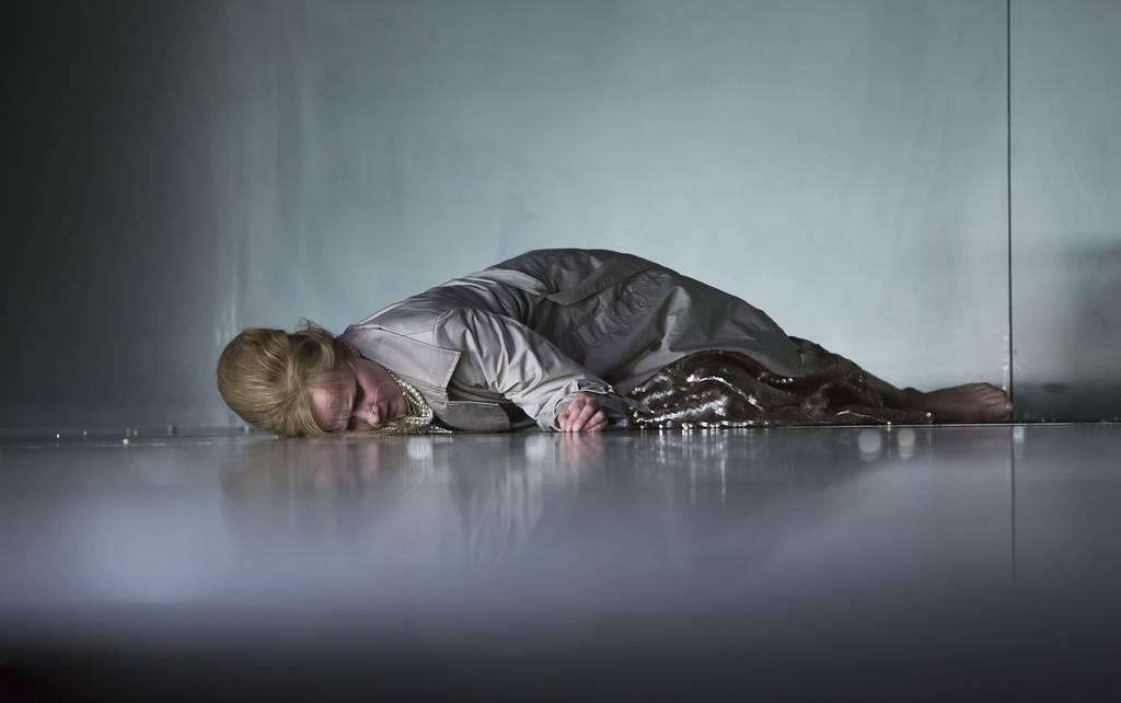 Henriette Cejpek in Antigone. Foto: Rolf Arnold / Schauspiel Leipzig