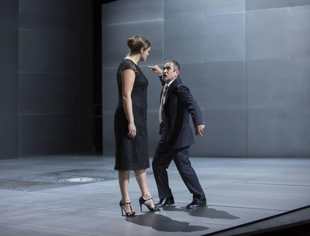 Mit Annette Sawalisch in Antigone. Foto: Rolf Arnold.