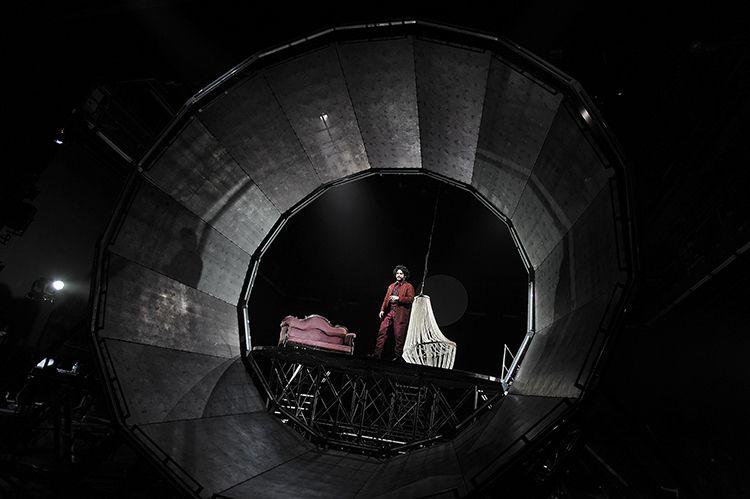 Der Spieler. Düsseldorfer Schauspiel. Foto: Sebastian Hoppe