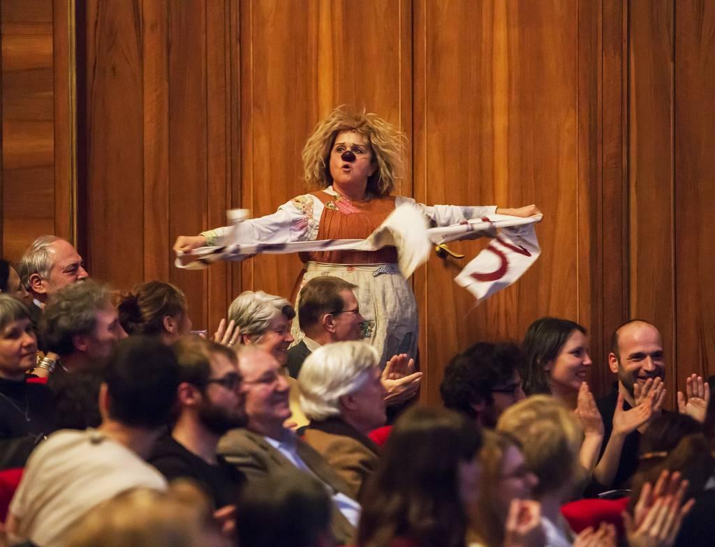 Gardi Hutter bei der Soli-Veranstaltung im Schauspiel Leipzig. Foto: Rolf Arnold.