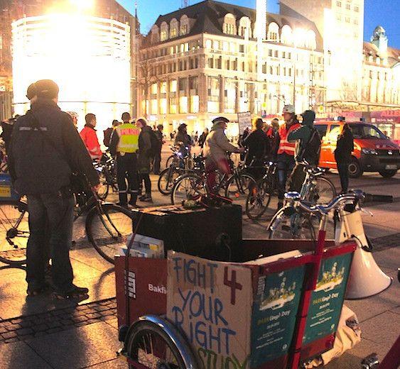 Letzten Mittwoch auf dem Augustusplatz: Radfahren gegen Kürzungen. © Mehmet Dogan