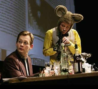 Stallgespräche von Mäusen und Menschen, 2012. Foto: Rolf Arnold / Centraltheater