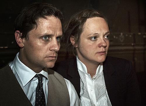 Annett Sawallisch und Mathis Reinhardt als Hilga und Felix in FASCHING. Foto: Rolf Arnold.