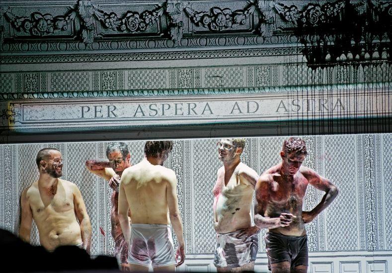 Im Westen nichts Neues. Schauspiel Hannover. Foto: Katrin Ribbe