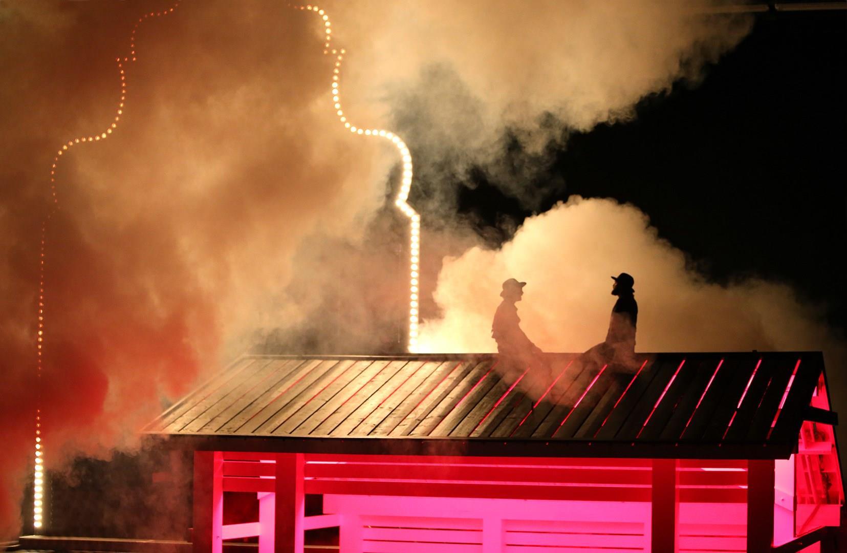 Auf dem Dach: Isaak Dentler und Manuel Harder. © Birgit Hupfeld