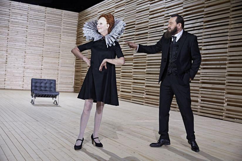 Der Kragen platzt (noch) nicht. Beatrice Frey und Markus John in MARIA STUART © Karl-Bernd Karwasz
